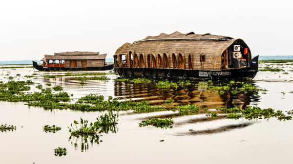 Hausboote gibt es praktisch überall wo es Wasser gibt, hier in Kerala Indien...
