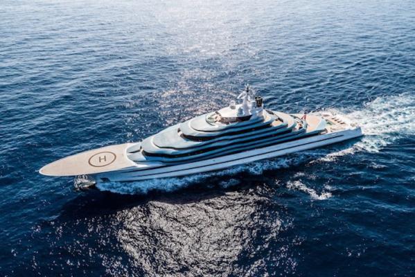Eine Yacht, mit der alten Formen Gekonnt wieder zu neuem Einsatz kommen