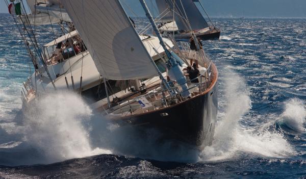 Perini Yachten brauchen Wind
