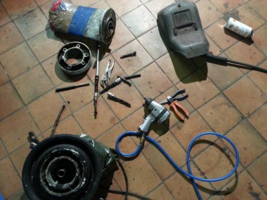 Das zerlegte Saildrive Getriebeober- und Unterteil