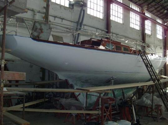 Die Instandhaltung hübscher Tourenboote ist Standbein der Werft