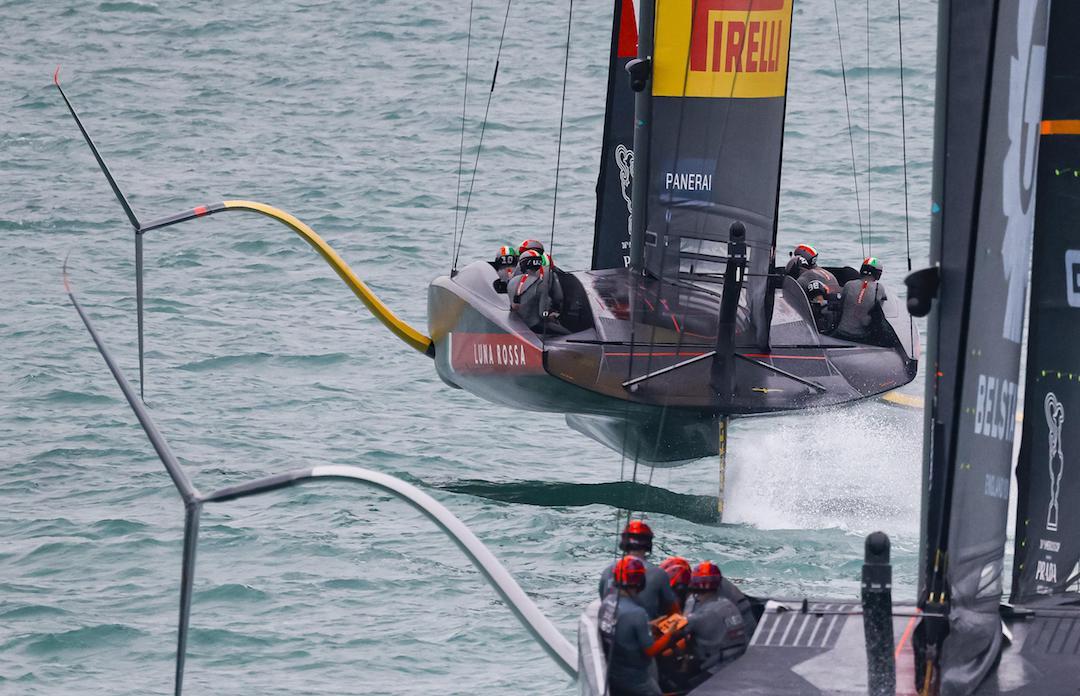 Mit perfekt profilierten Segeln bleiben die Boote in der Luft
