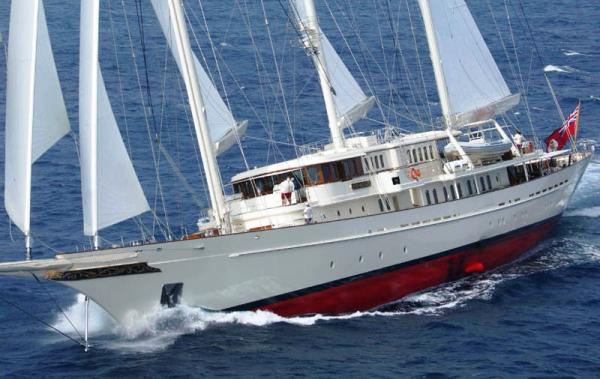 Der Dreimast-Schoner «Athena» ist 90m lang