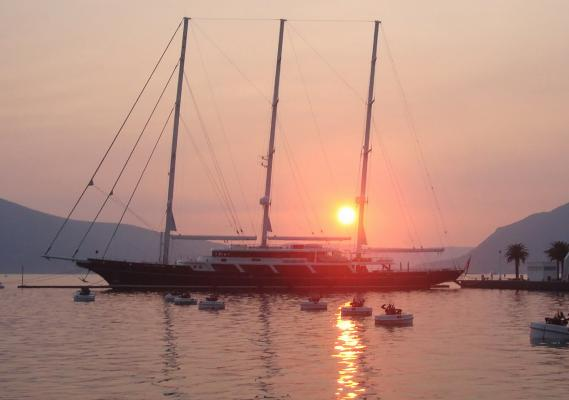 Mit 93m Länge über Alles ist «Eos» die zweitlängste Segelyacht der Welt