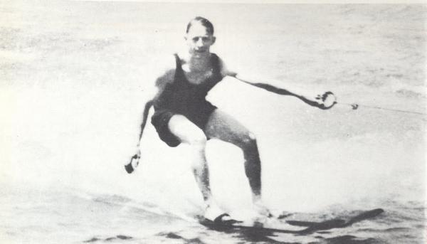 Ralf Wilford Samuelson wuchs am Lake Pepin bei Lake City in Minnesota/USA auf und war genau das, was man sich als amerikanischen Sonnyboy so vorstellte.