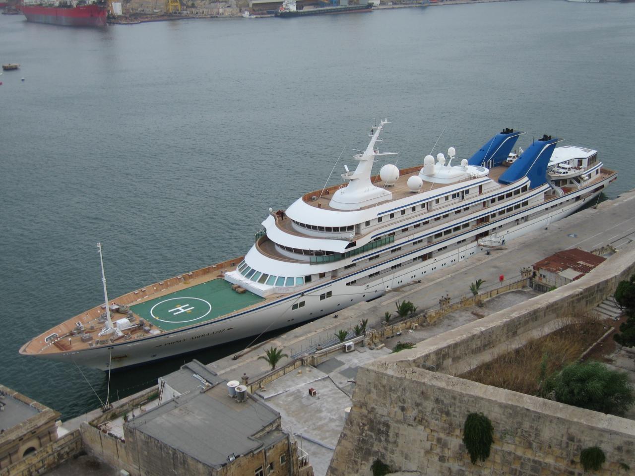 Die «Prince Abdulazis» ist die sechstgrößte Yacht der Welt, hier in Malta zu sehen