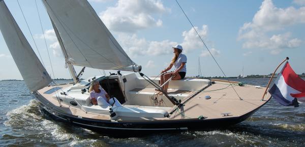 Die Flyer 33 ist als Gfk Serienboot mit Abstand der günstigste der hier vorgestellten Daysailer