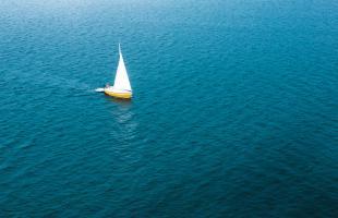 So chartern Sie eine Yacht für Ihren Segeltörn